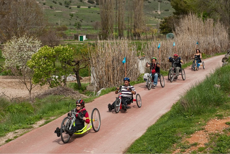 Handbikers on Greenway