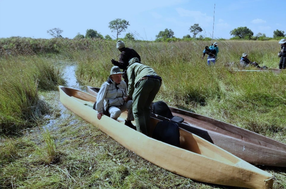 Embarking in Mokoro canoe, Okawango Delta, photo by Silka Leidner