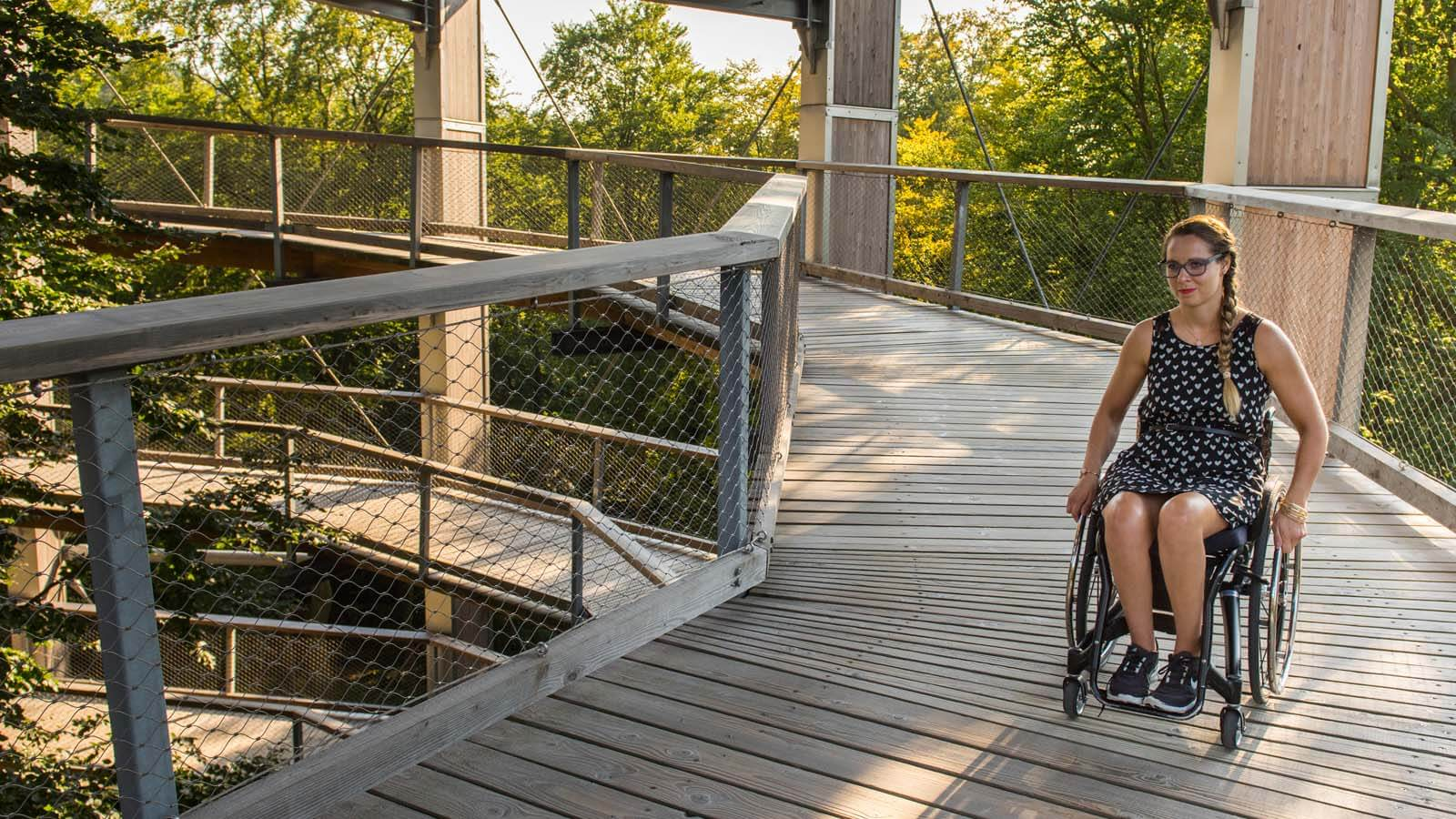 GNTB image of wheelchair user in look-out tower with ramp
